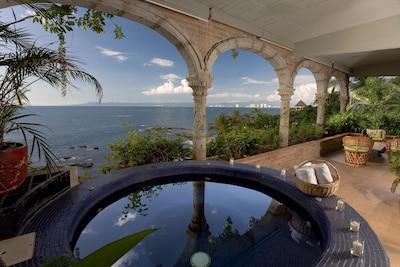 Vida Alta Jacuzzi & View - Penthouse Villa at Casa Tres Vidas