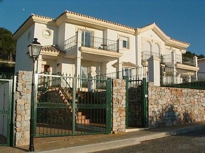Villa de lujo @ Alhaurin Golf nr Mijas, piscina climatizada privada, wifi, aire acondicionado, vistas fabulosas