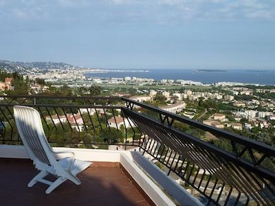 au soleil sur la terrasse