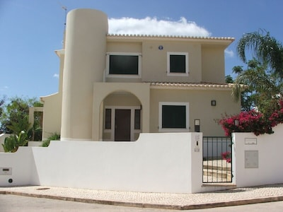 Luxury detached modern Villa close to the beach, marina, and town centre