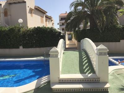 piscine 1 et accès aux appartements