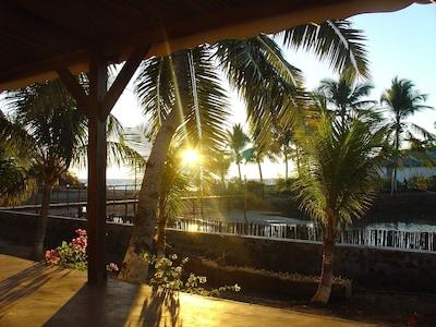 Terrasse ,  vue sur mer  avec le coucher du soleil