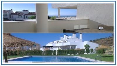 Amplia terraza balcón | vistas al mar | Piscina | wifi | aparcamiento | Golf | paz