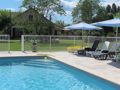vue gîte depuis piscine