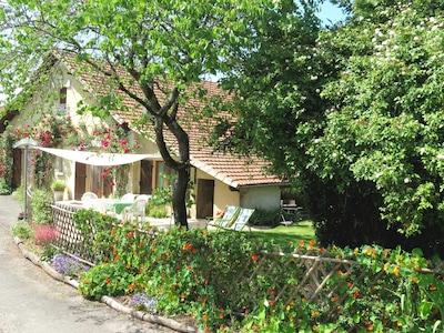 façade gîte avec son jardin privatif