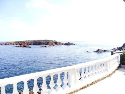 PIED DANS L'EAU, Location villa Saint Raphaël. Pied dans l'eau plage privée.