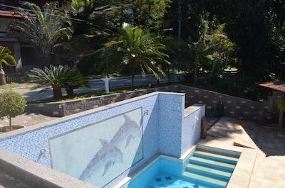 Casa em cond. com praia particular,4 qtos,piscina,churrasqueira,sauna+quadra.