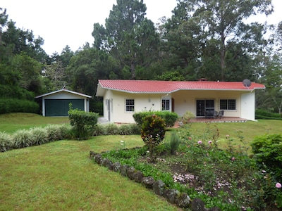 Las Plumas Holiday Home Rentals, home Quetzal  front view