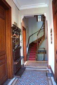 Hall d'entrée avec carreaux d'origine