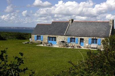 vue de la maison depuis le côté du jardin.
