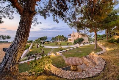 Front view and garden - Villa Russelia