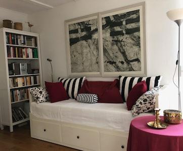 Das Sofa lässt sich zu einem Doppelbett (160cm x 200cm) ausziehen
