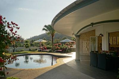 Privatsphäre pur in Ihrem eigenen tropischen Garten. Perfekt zum Sonnenbaden!