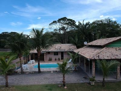 Casa com piscina, AR, WIFI, campo de futebol, até 16 pessoas.