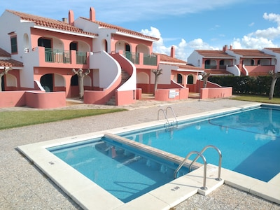 Two bedroom apartment with pool, WIFI and close to the beach.