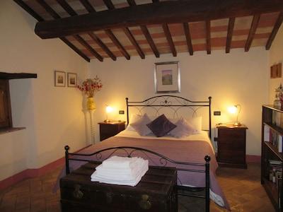 Schöne und romantische umgebaute Kastanienscheune für 2 Personen mit privatem Pool