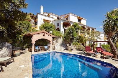 Villa de lujo con gran jardín y piscina privada en un rincón tranquilo de Gaucín