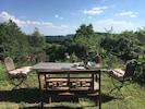 Sitzplatz im eigenen Garten mit herrlichem Ausblick