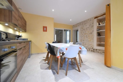 La cuisine totalement équipée et très fonctionnelle