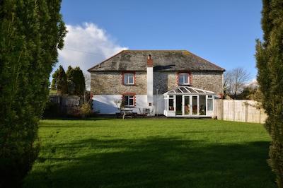 House in Looe, Cornwall - 2 Minute Drive From Looe Beach, Countryside Views.
