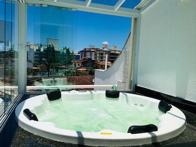 Casa Tríplex Ubatuba 6 pessoas c/churrasqueira, jacuzzi spa e Wifi, cond fechado