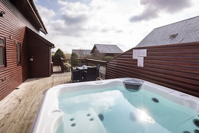 Vercana Luxury Hot Tub Lodge – Retallack Resort & Spa