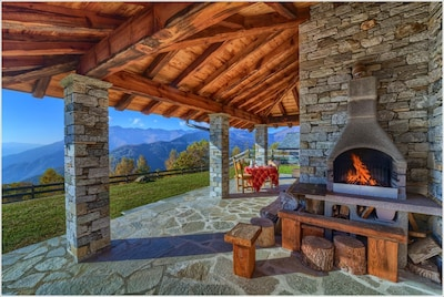 Chalet Monica - covered porch with bbq