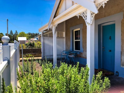 Refurbished miners cottage 5 min from Moonta Bay + free internet