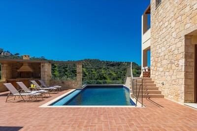 38 m² private swimming pool