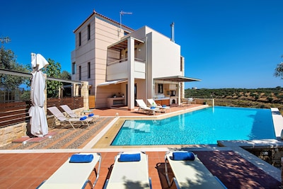 Villa covers 270 m2 and it spreads in four levels