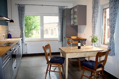 geräumige Wohnküche komplett ausgestattet