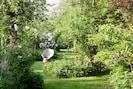 Zeit haben im verträumten Garten mit alten Obstbäumen