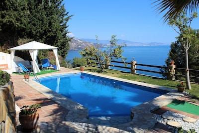 Villa con piscina e impresionantes vistas al mar