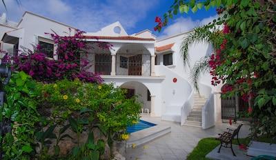 Stunning 5 BR, 5 Bath private villa with private pool
