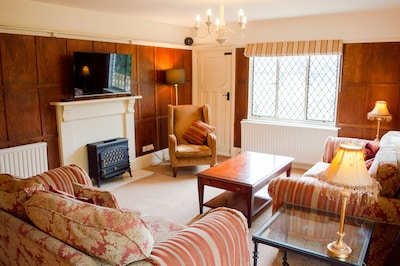 The Pack Horse, Stunning location in N T  viliage overlooking river Feb offers