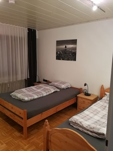 Bedroom 1: double bed (140 x 200), single bed (90 x 200), balcony access