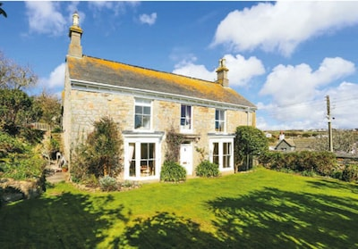 Historical Churchtown House with views of the Sea