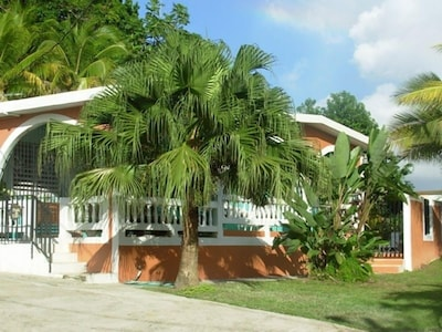 Casa De Loma--Comfortable 3 Bedroom home with private pool.