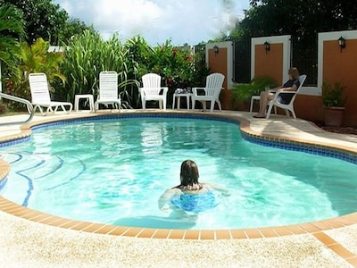 A well-equipped 3 bedrm home with a large, private pool in a tropical courtyard.