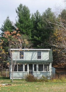 Hill Top Bungalow - Keene, NY