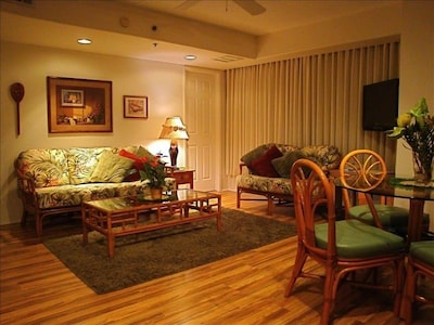 """Living Room with 32"""" wall mount flat screen TV"""