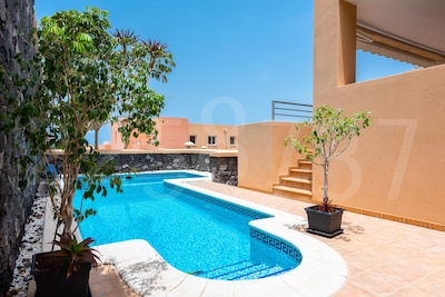 4 bedrooms, great views, private pool, quiet location