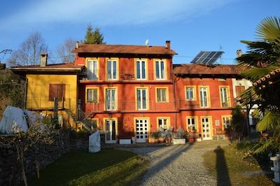 Landhaus im Piemont Ferienwohnung befindet sich im zweiten Stock