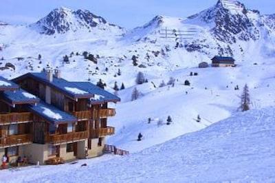 Ski to door