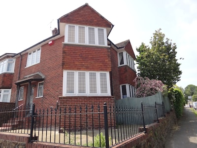 Dog friendly family holiday home in the coast town of Broadstairs offers!