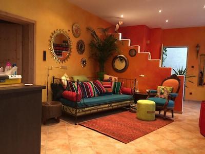 ANDERS wohnen in Bochum: DIE Ferienwohnung  für Zwei, voller Farbe und Licht