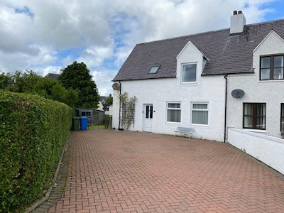 Large 4 Bedroom, 4 Bathroom House in Central Portree