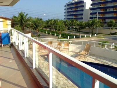 Belíissimo apartamento a 50 m da praia, no Condomínio Terraço de Maitinga