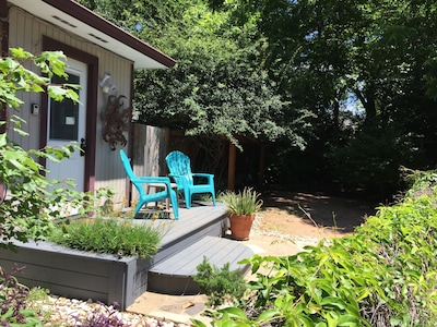 Front deck - private yard