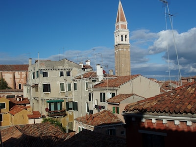Vue du séjour avec le Campanile d l'Eglise San Francesco della Vigna
